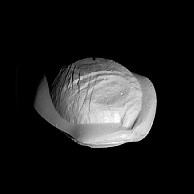Saturn's moon looks like a varenyk