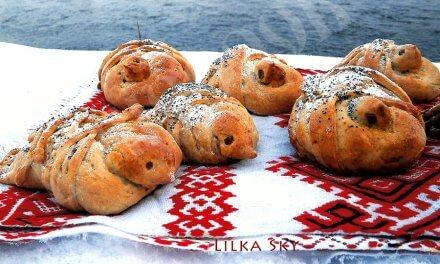 Baked skylark birds shaped buns – ancient Ukrainian traditions
